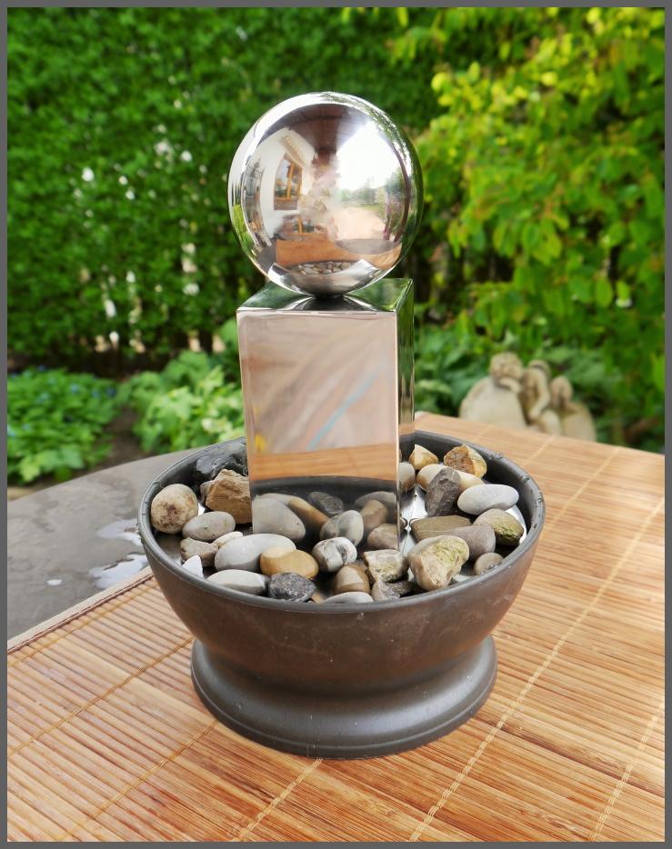 brunnen zimmerbrunnen tischbrunnen edelstahl s ule kugel. Black Bedroom Furniture Sets. Home Design Ideas